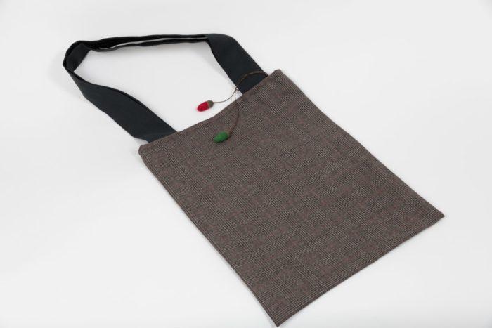 Stofftasche mit kleinem Karomuster